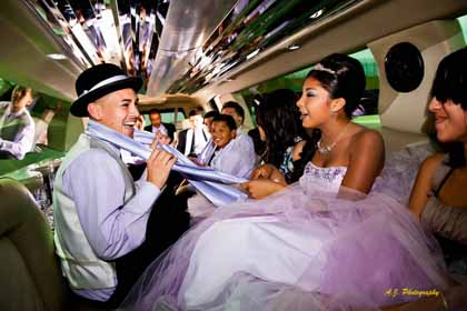 Quinceañera with accompaniers in limo